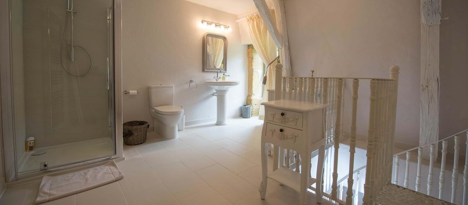 chateau-mezzanine-bathroom