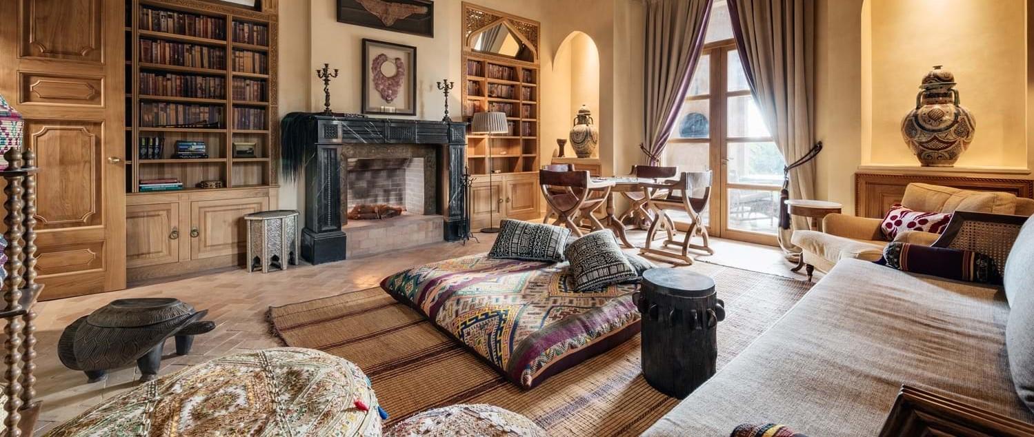 villa-cobalt-blue-lounge-2