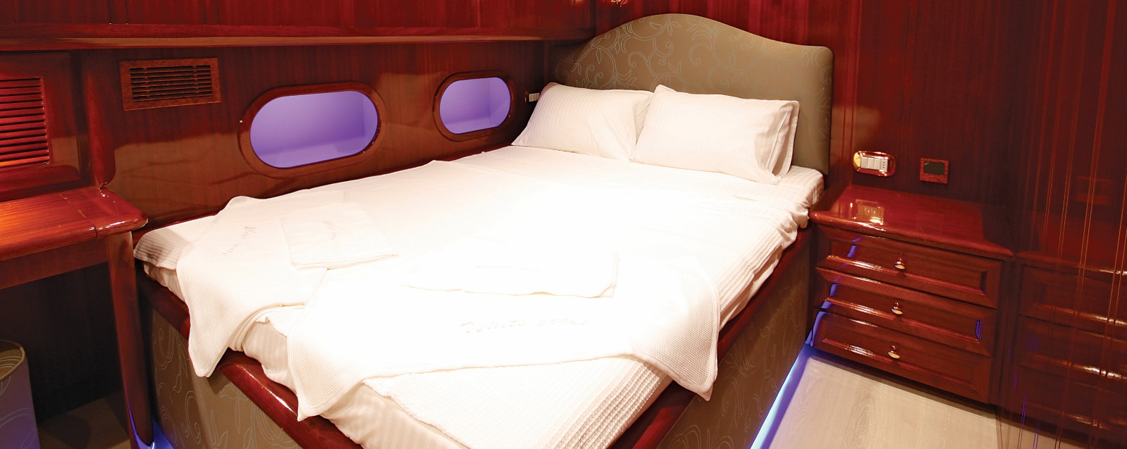 white-goose-gulet-double-bed-cabin