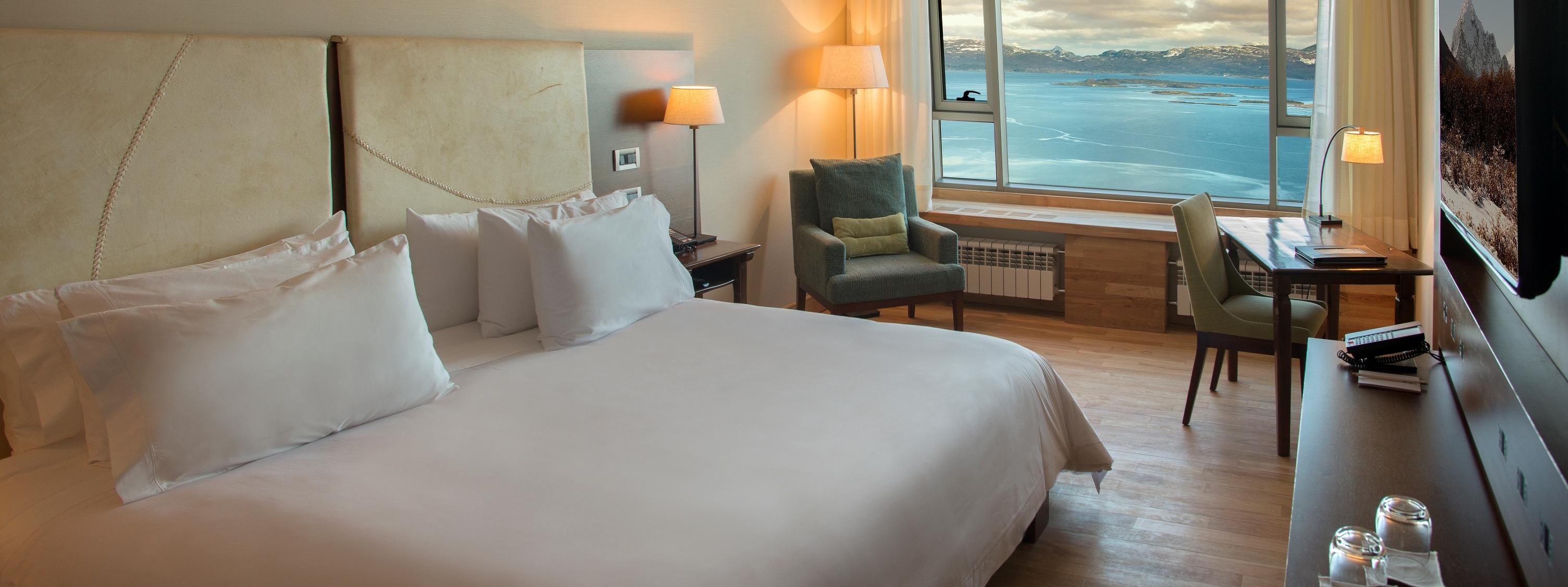 arakur-hotel-senior-suite-sea-view