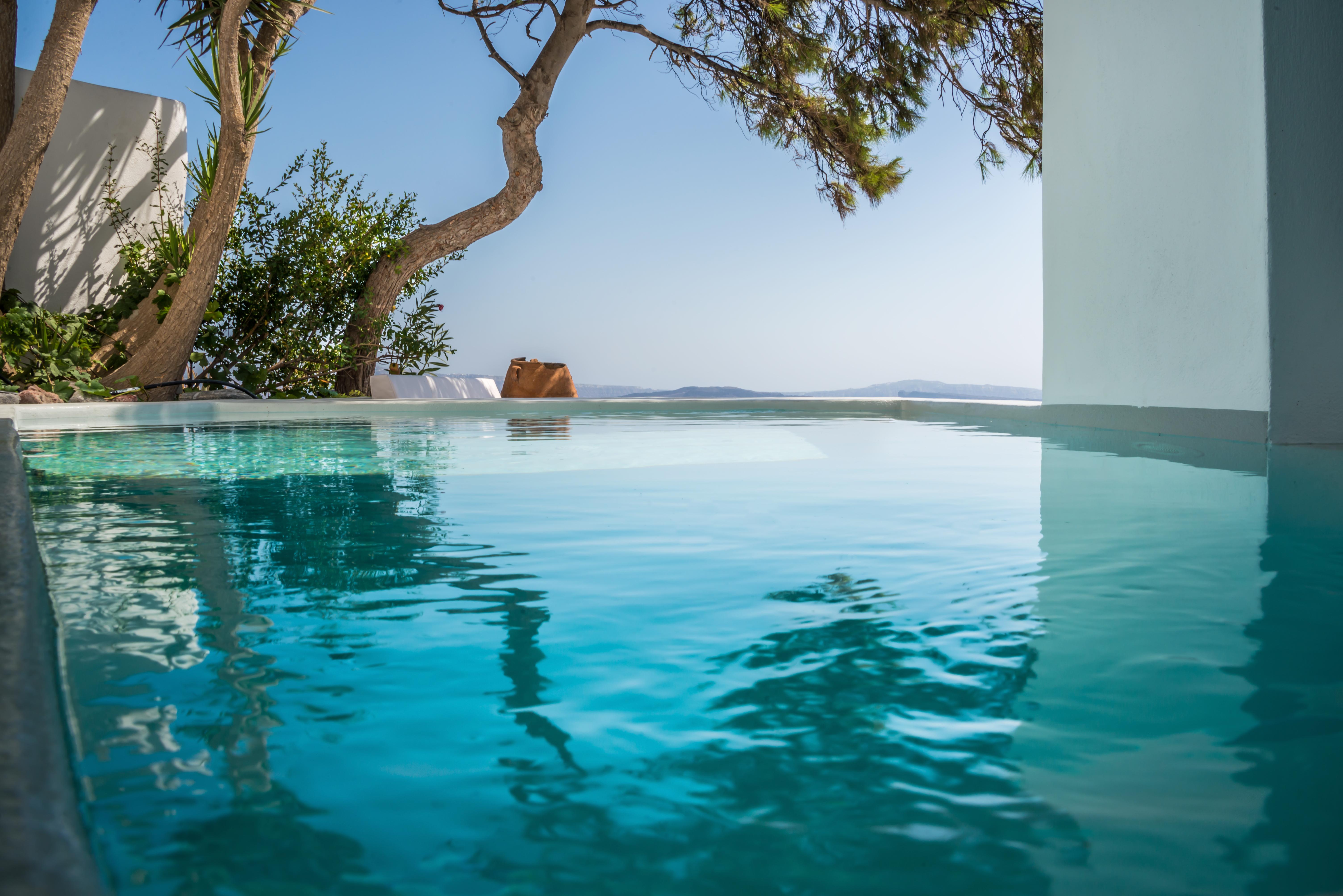 luxury-santorini-honeymoon-villa