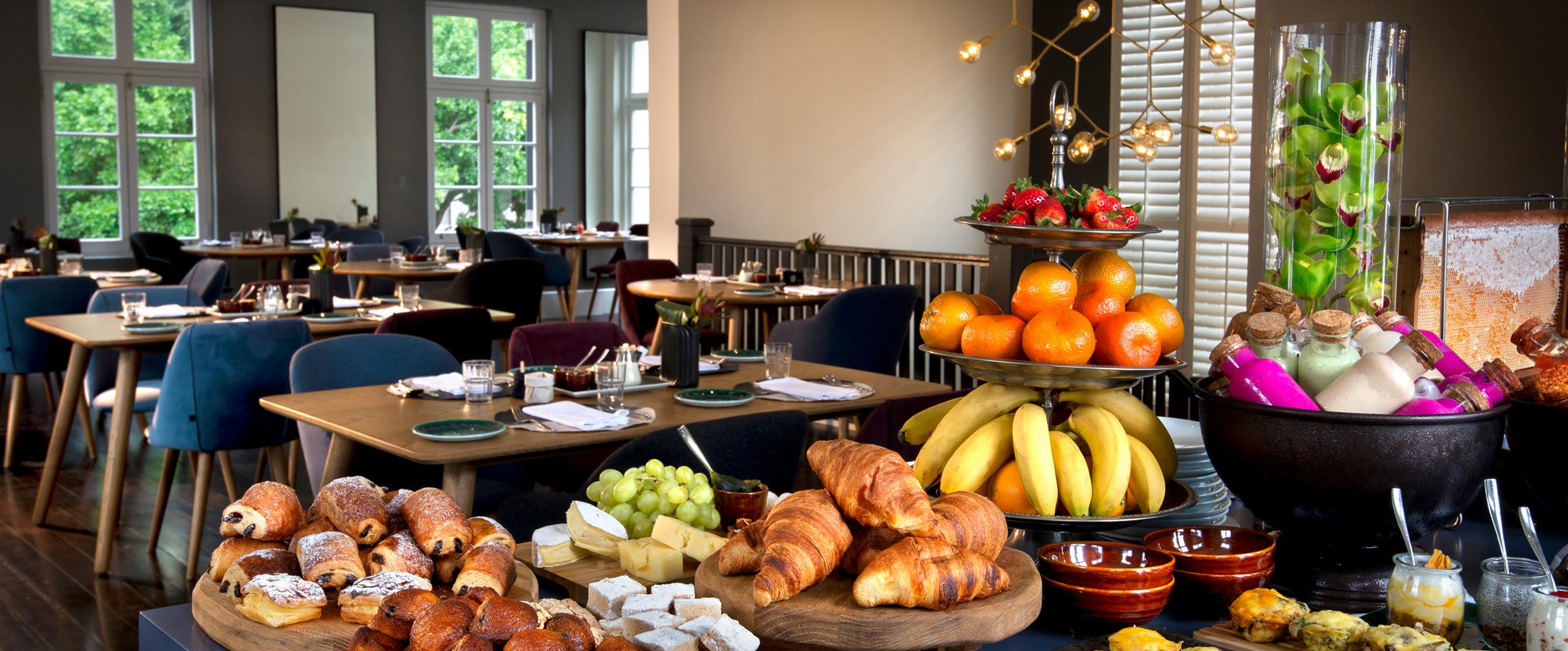 more-quarters-breakfast-room