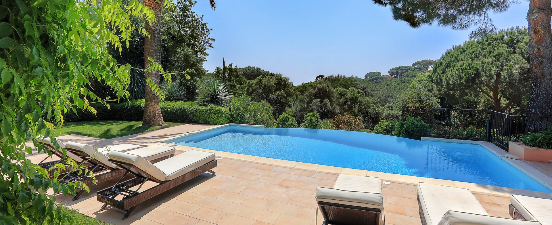 villa-gigaro-swimming-pool