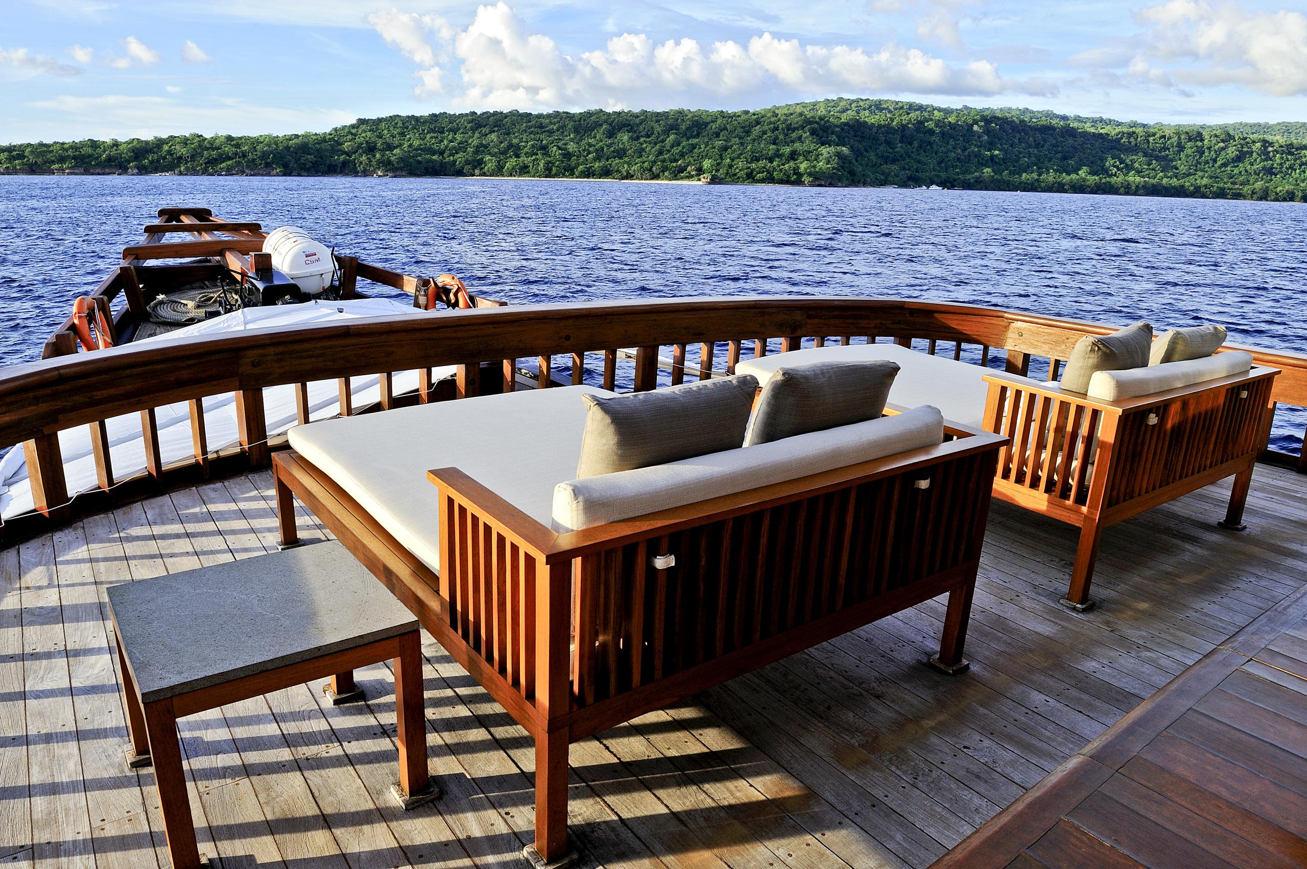 luxury-yacht-indonesian-archipelago