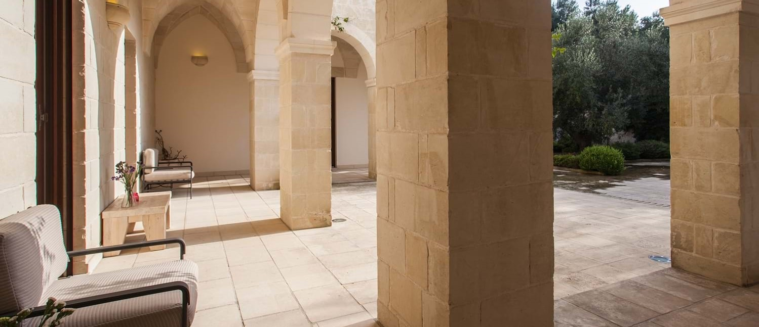 masseria-violetta-colonnade