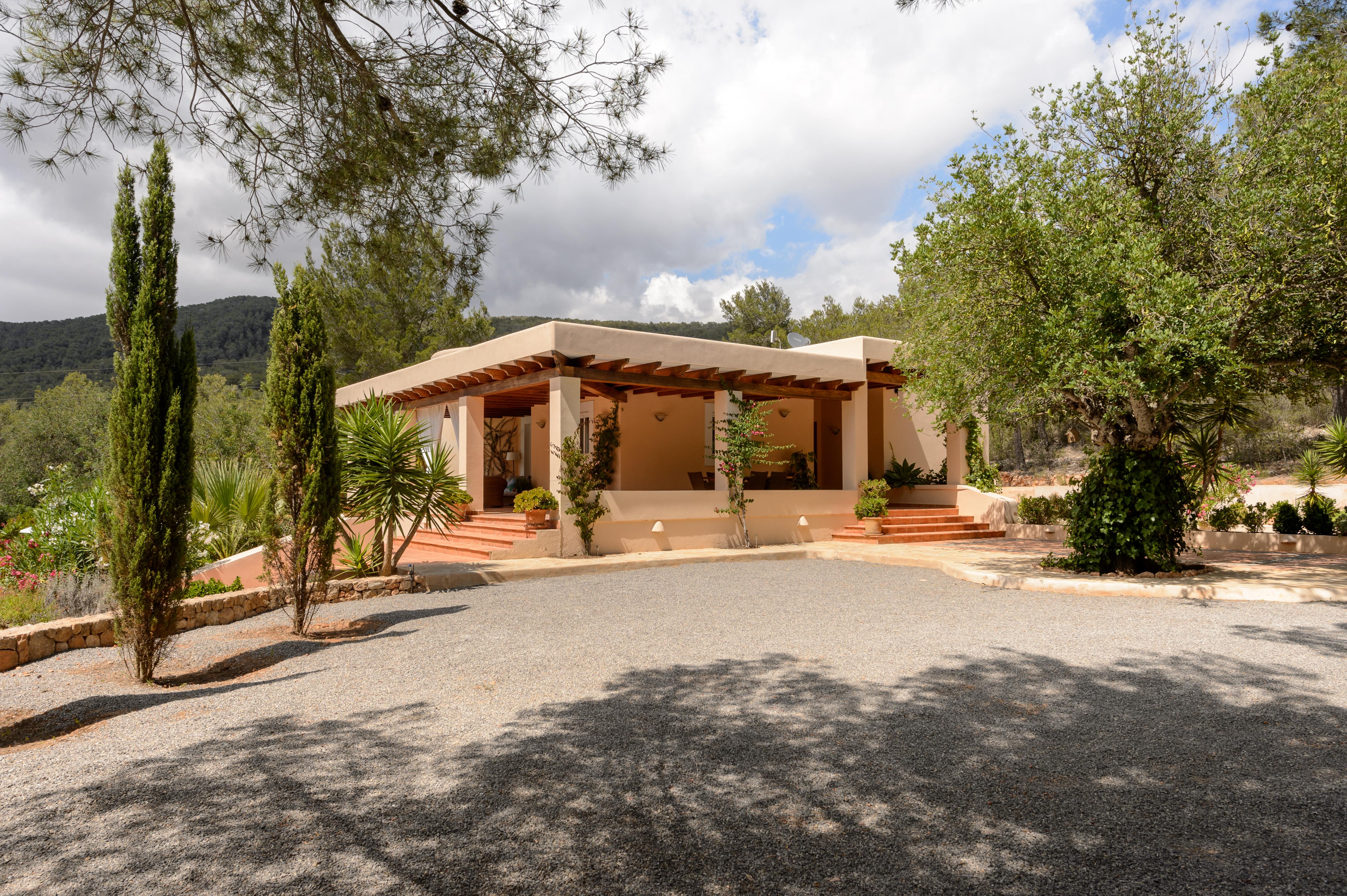 3-bed-family-villa-ibiza