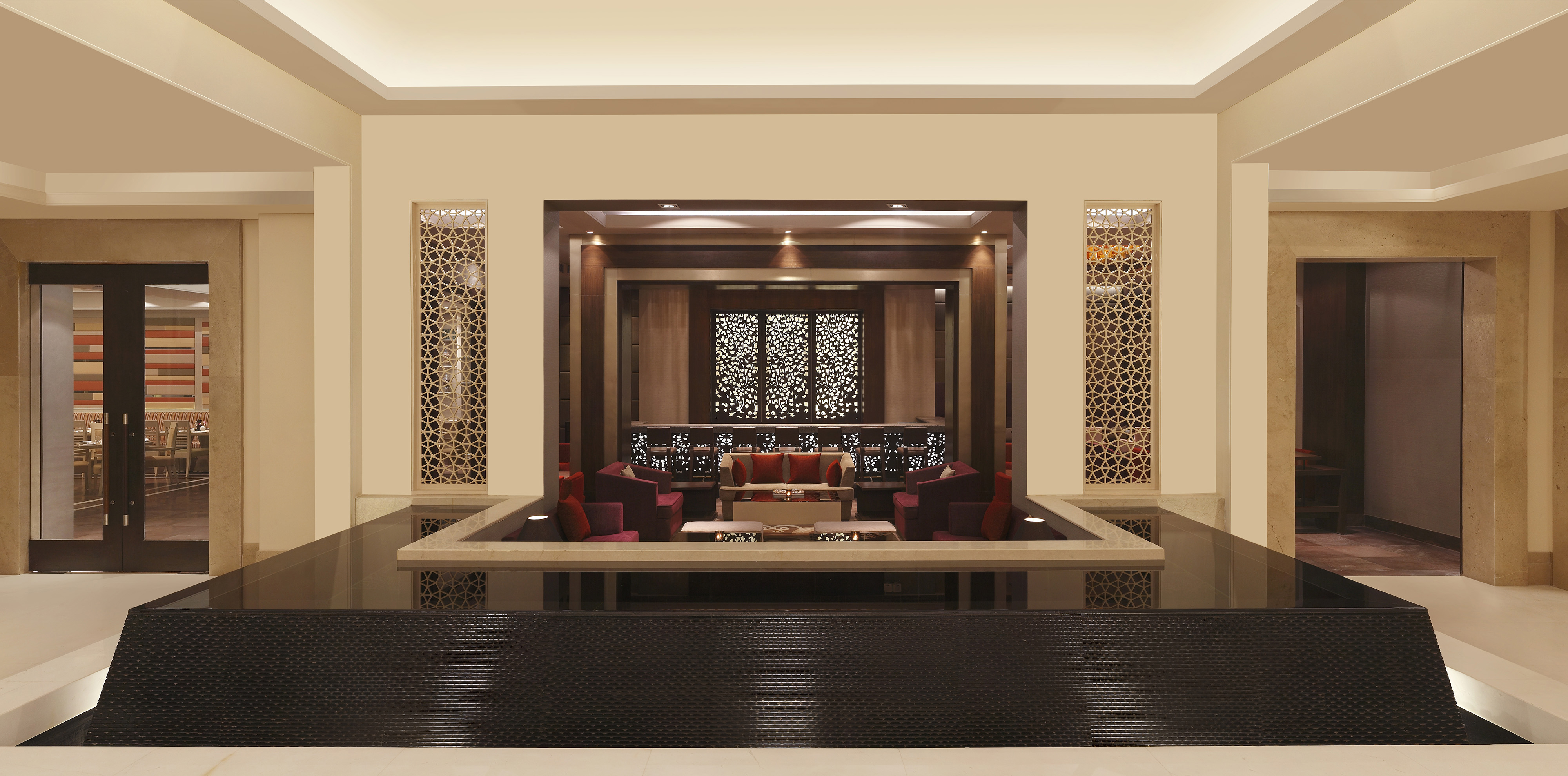 DoubleTree-by-Hilton-Agra-Bar
