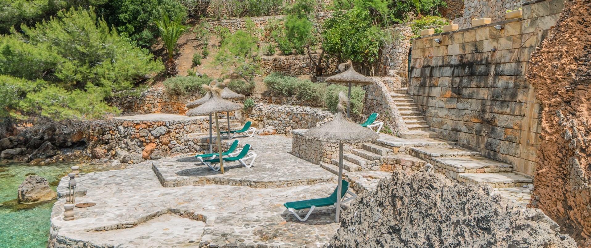 4-bed-luxury-seaside-villa-mallorca