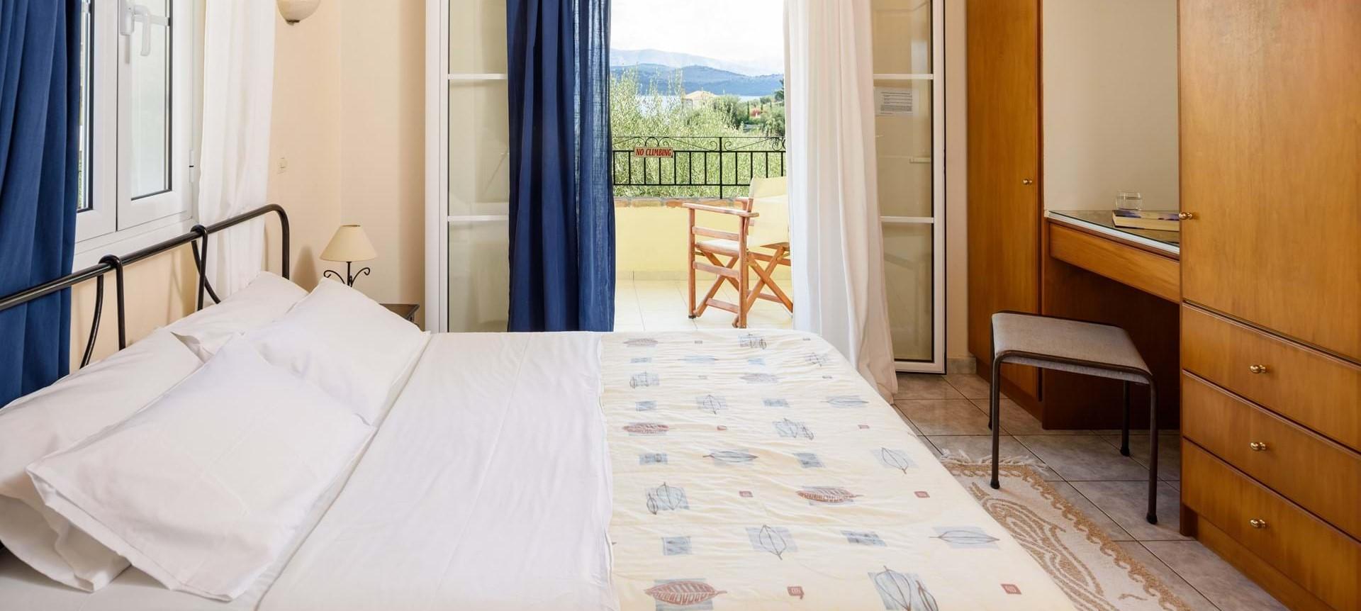 villa-giorgos-corfu-double-bedroom