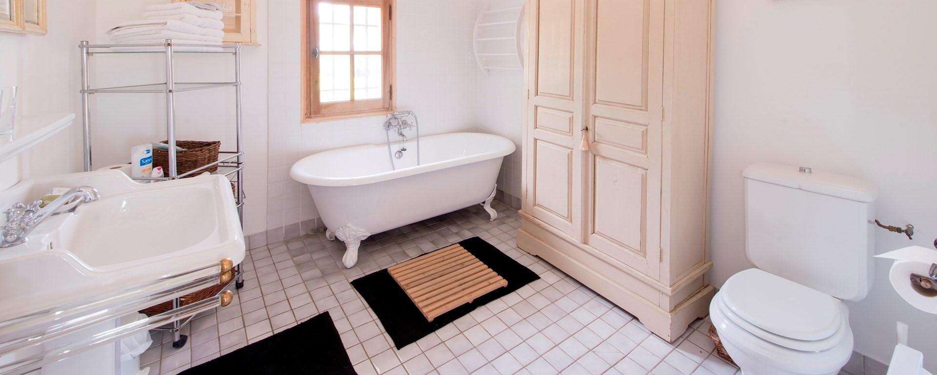 le-mas-isabelle-provence-bathroom