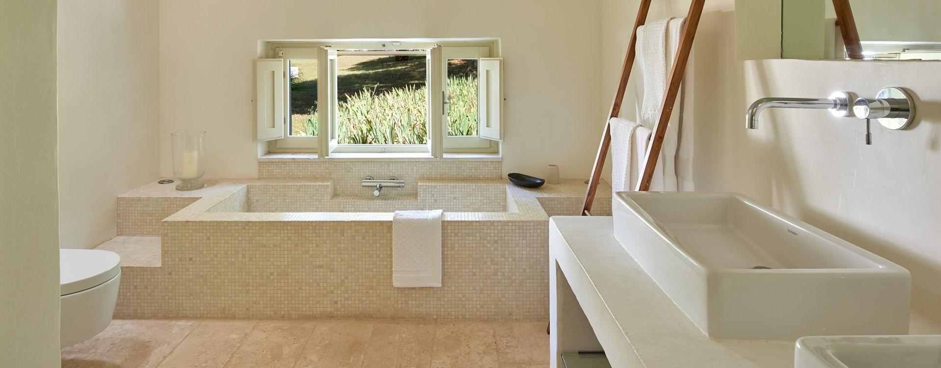 la-moresca-modern-bathroom