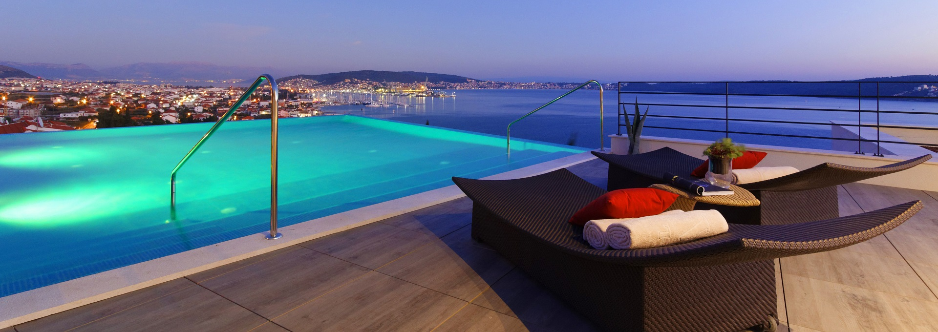 hotel-ola-rooftop-pool-night