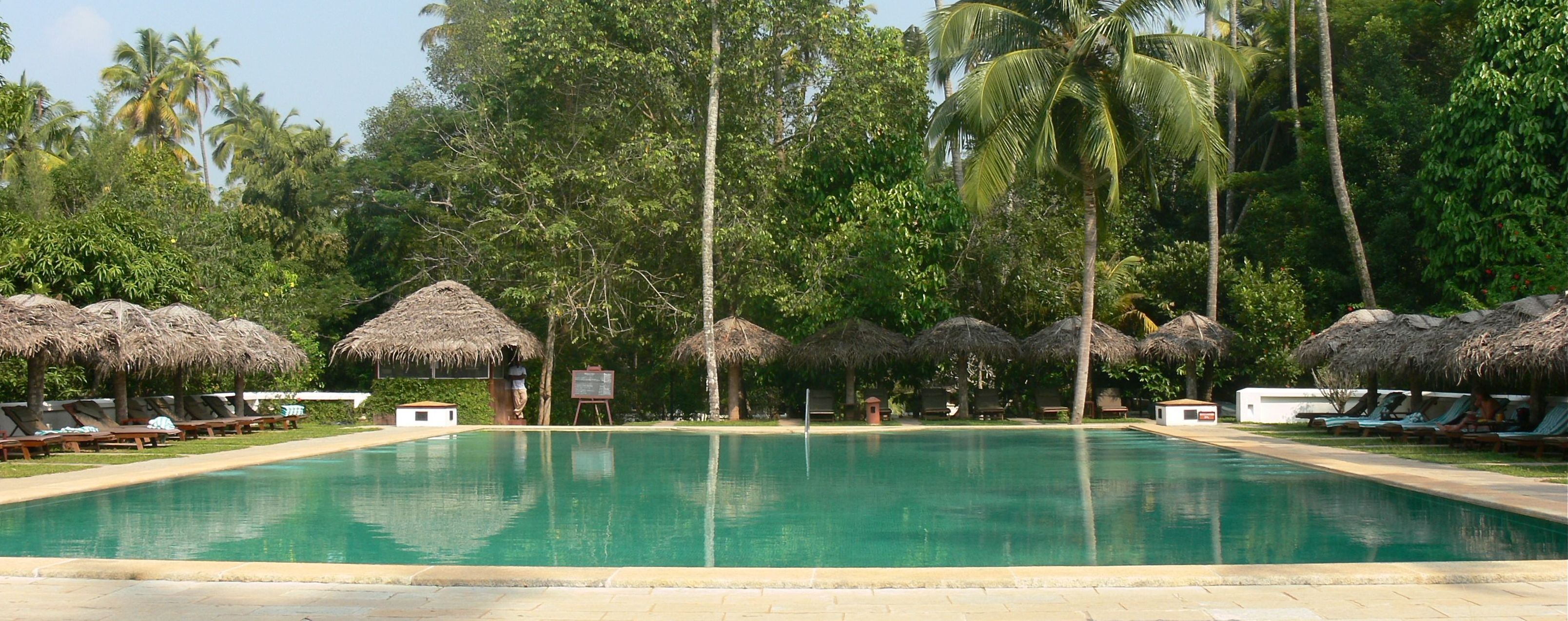 marari-beach-resort-kerala-pool