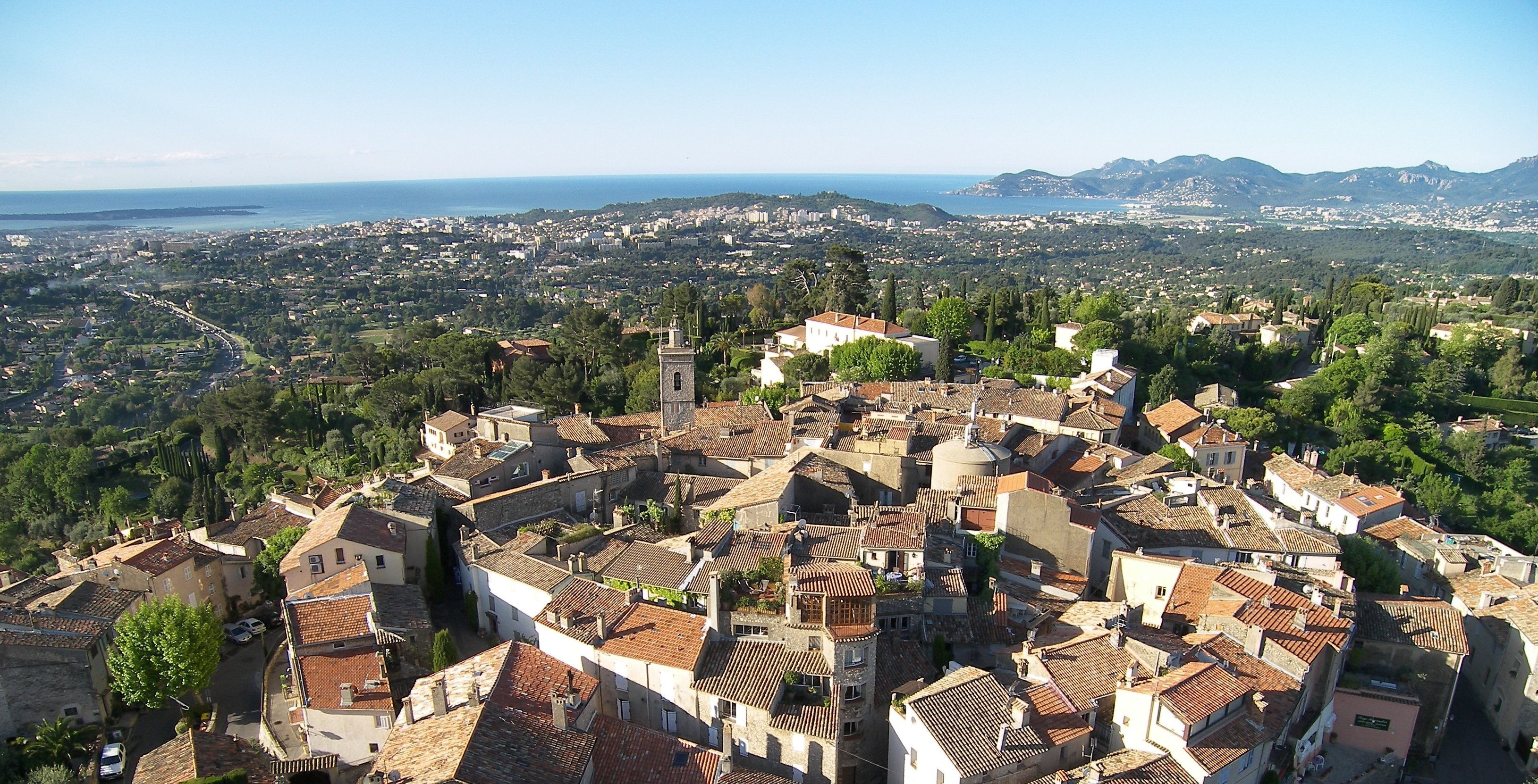 mougins-village-aerial-view