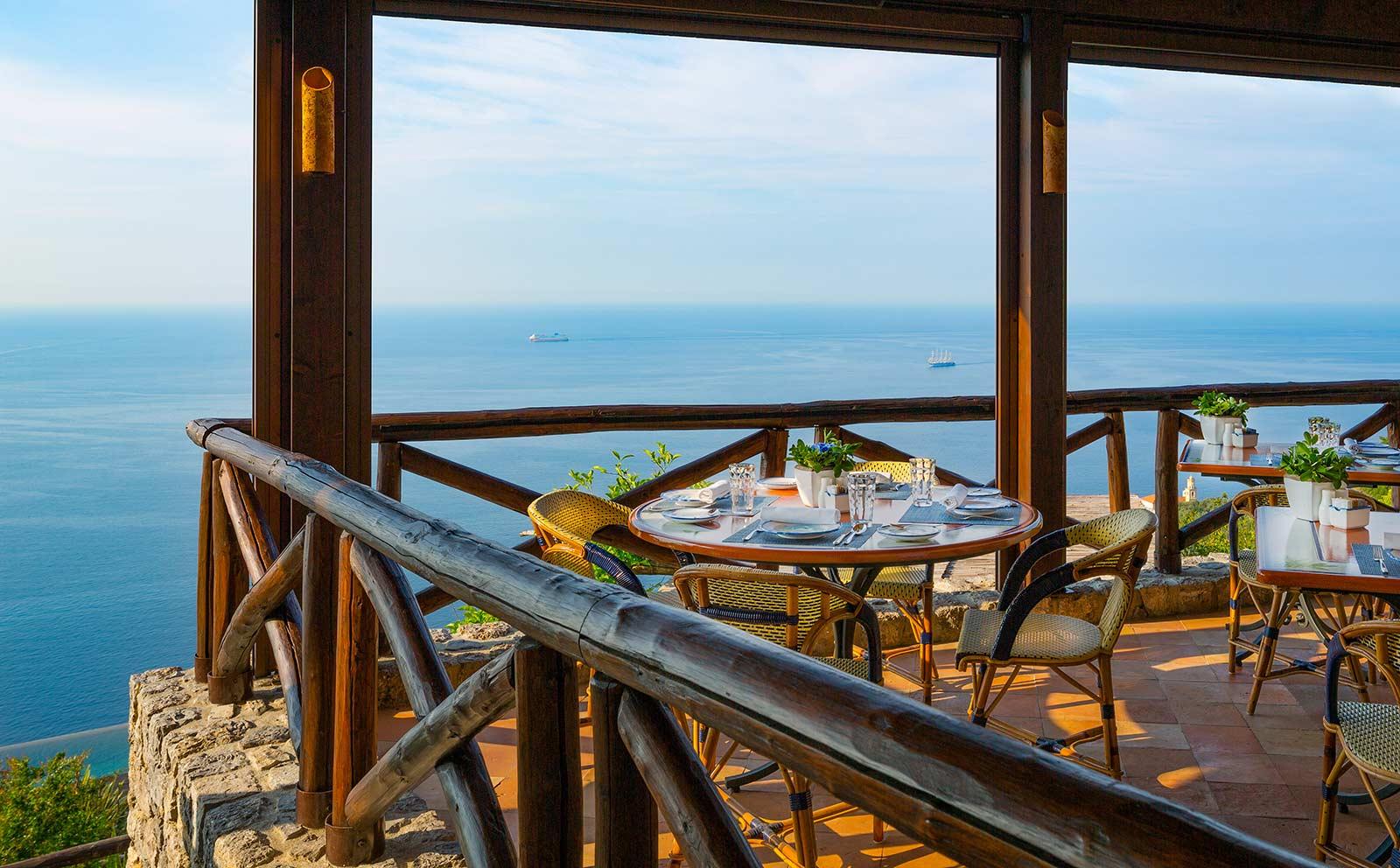dining-outdoor-amalfi-coast