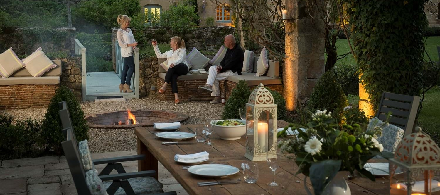 chateau-outside-dining-terrace