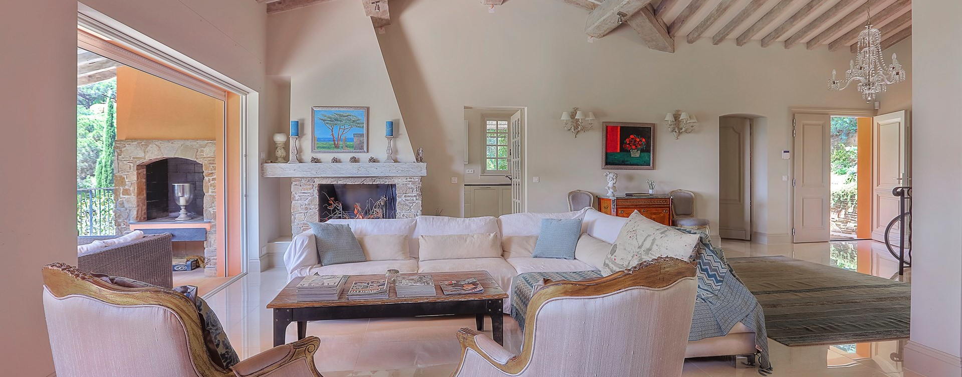 villa-gigaro-open-plan-interior