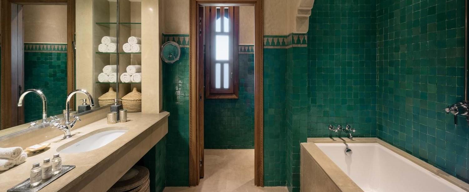 villa-cobalt-blue-twin-bathroom