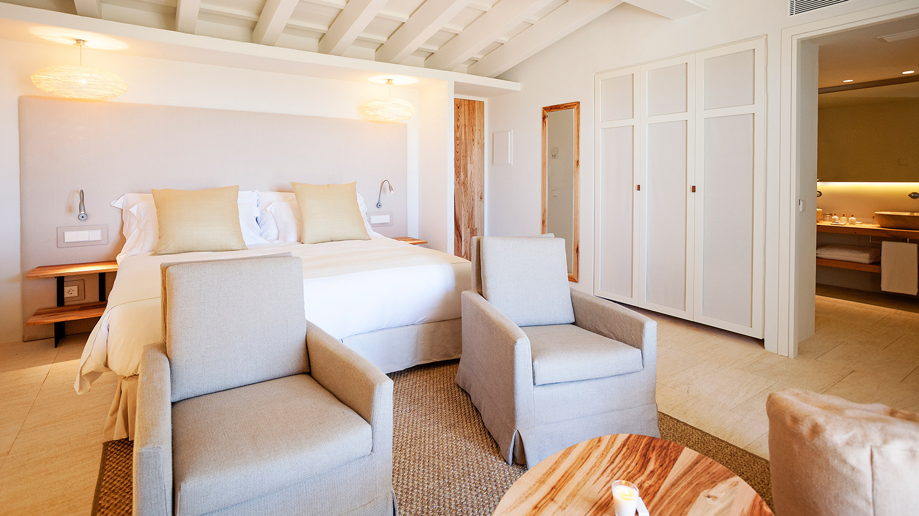 torralbenc-menorca-luxury-bedroom
