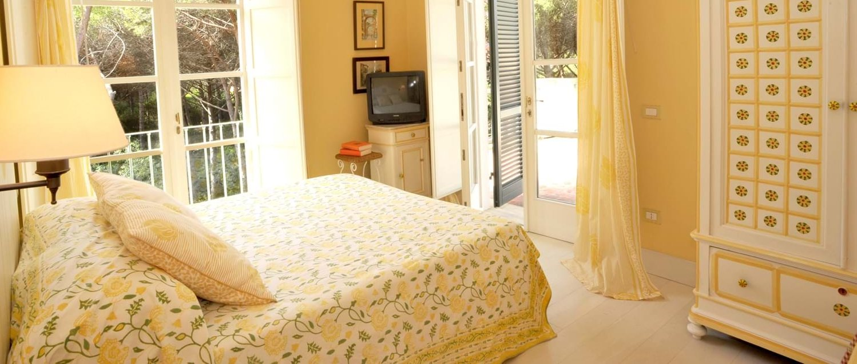 beach-house-tuscany-double-bedroom-6