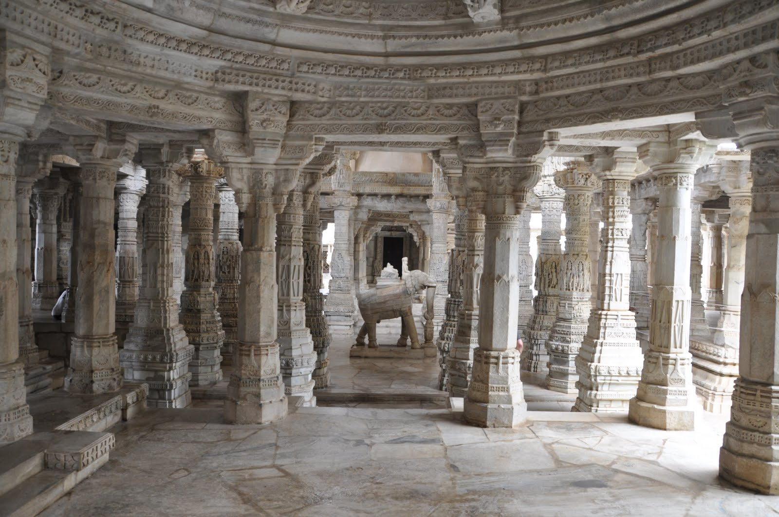 ranakpur-temple-interior