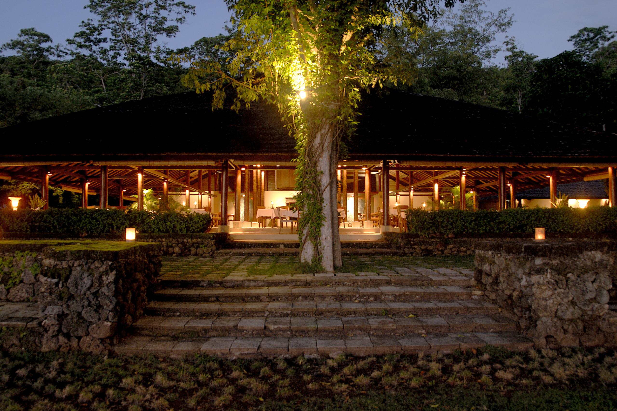 amanwana-moyo-island-fine-dining