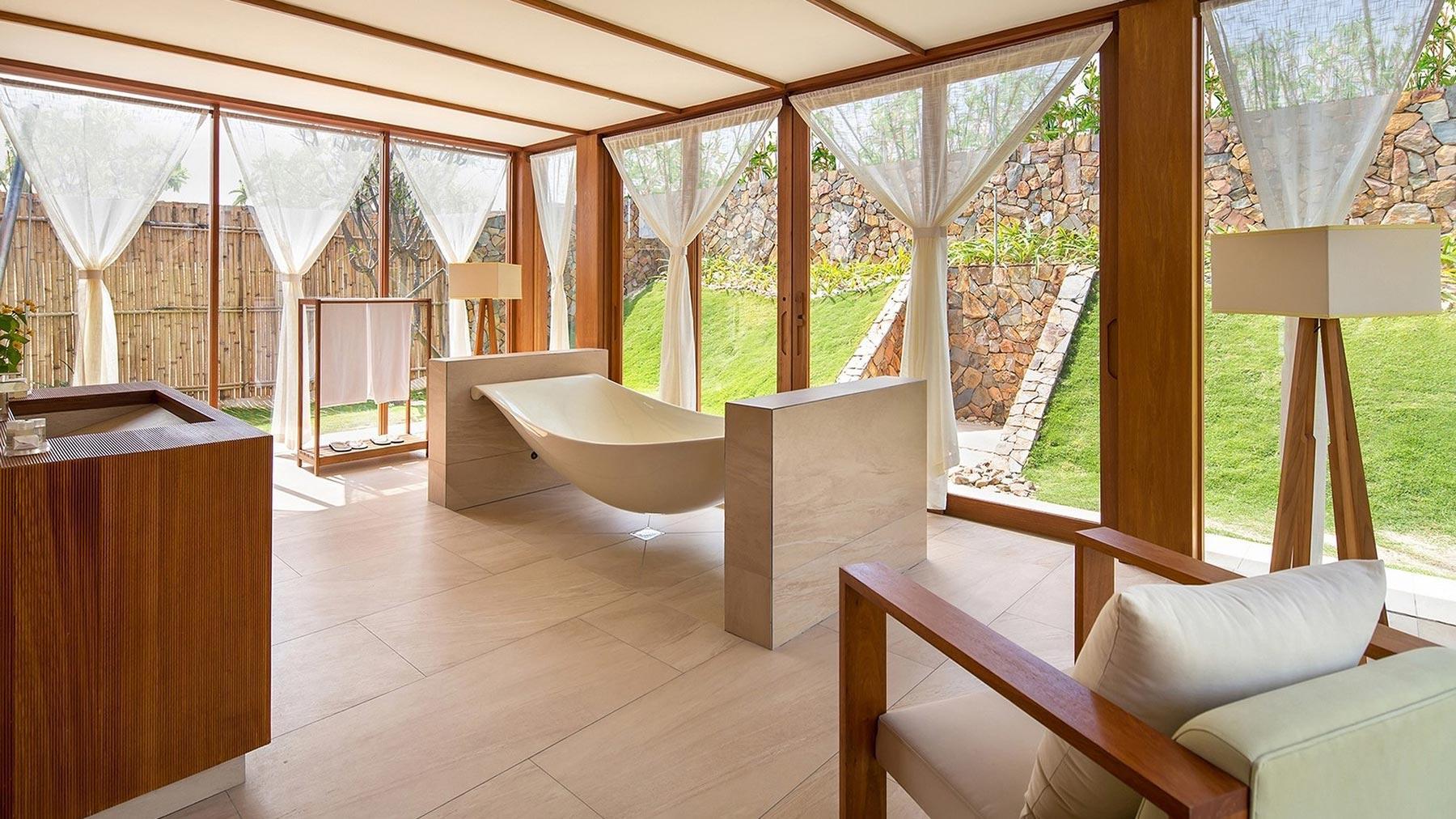 fusion-resort-nha-trang-bath