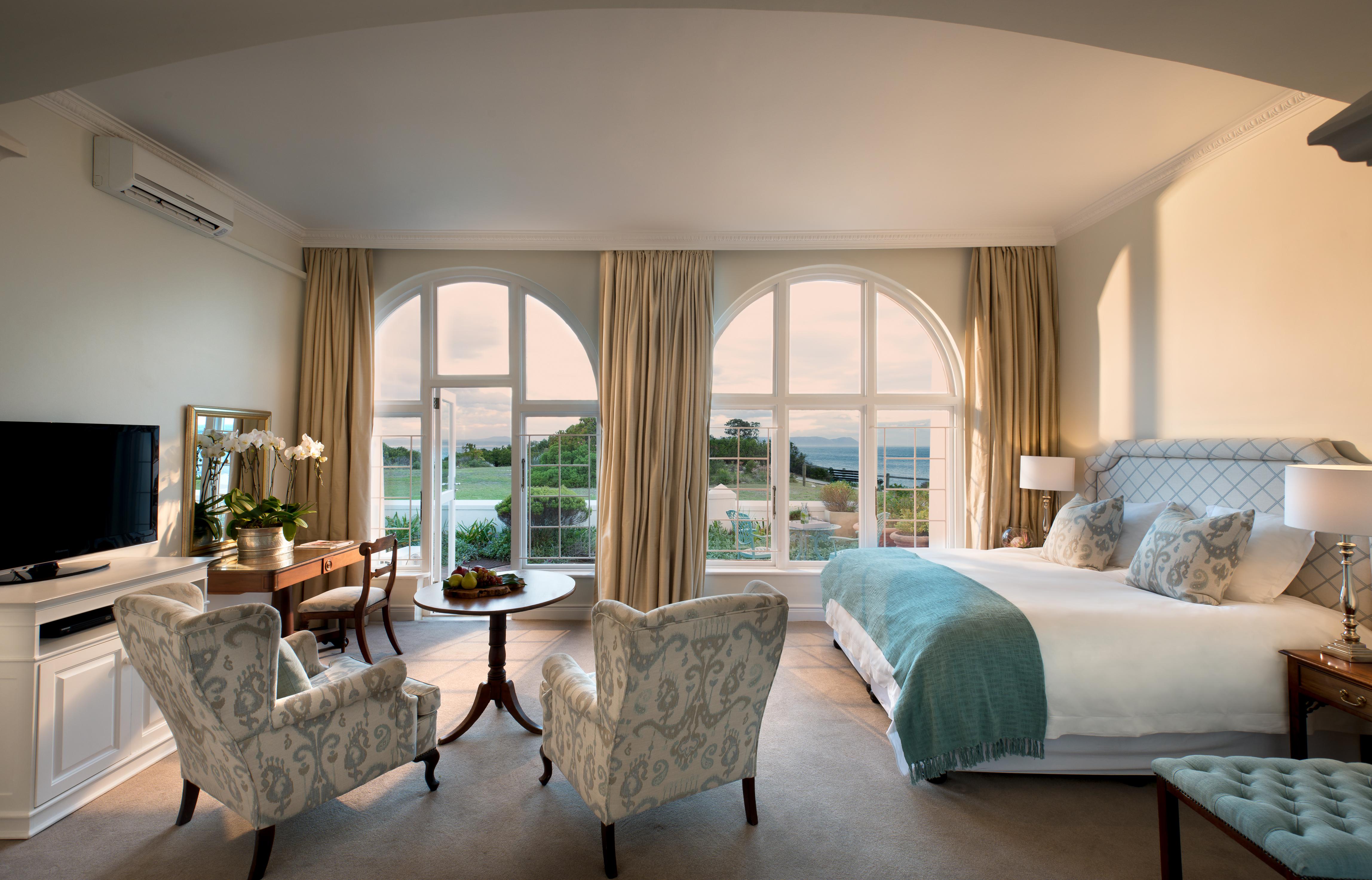 marine-hotel-luxury-bedroom