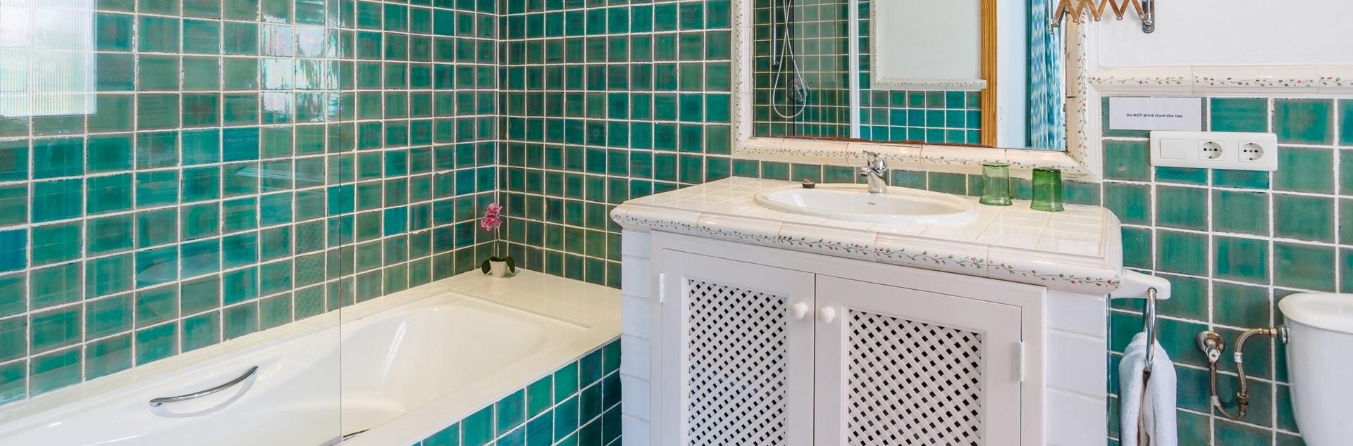 villa-mar-azul-ensuite-bathroom-2