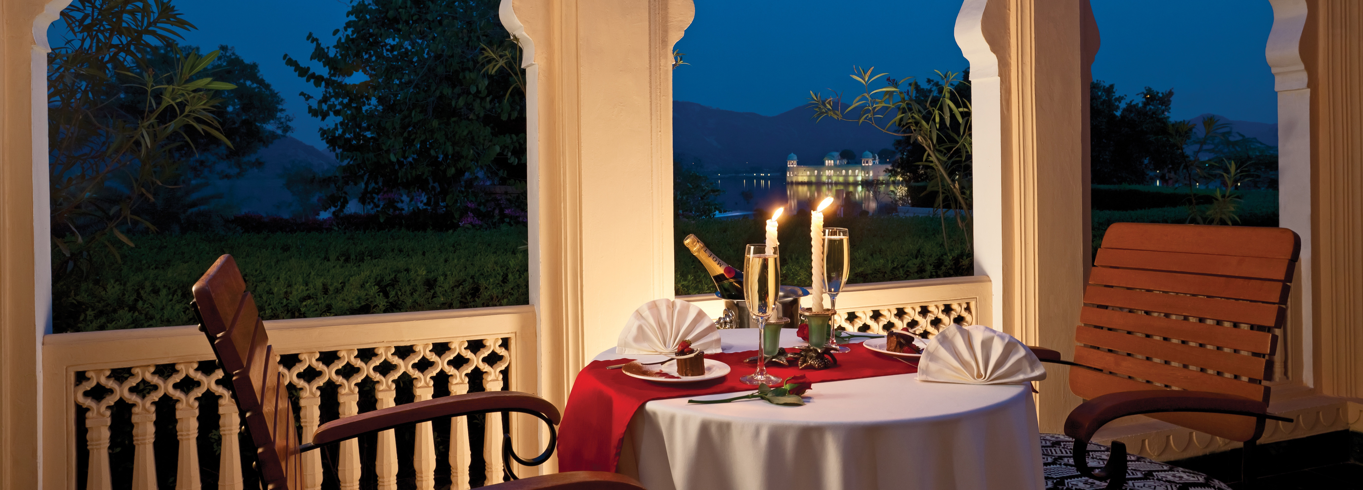 lake-view-dining-terrace-jaipur
