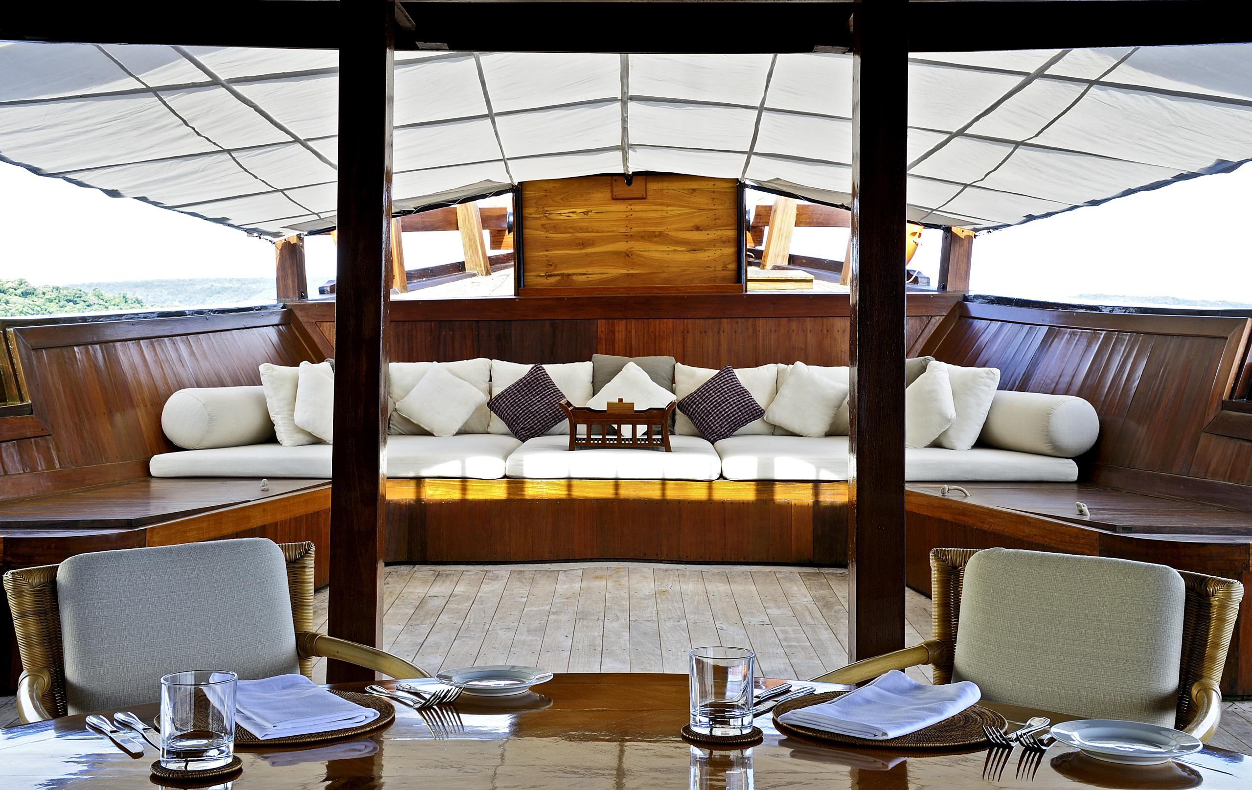 luxury-teak-vessel-adventure-komodo