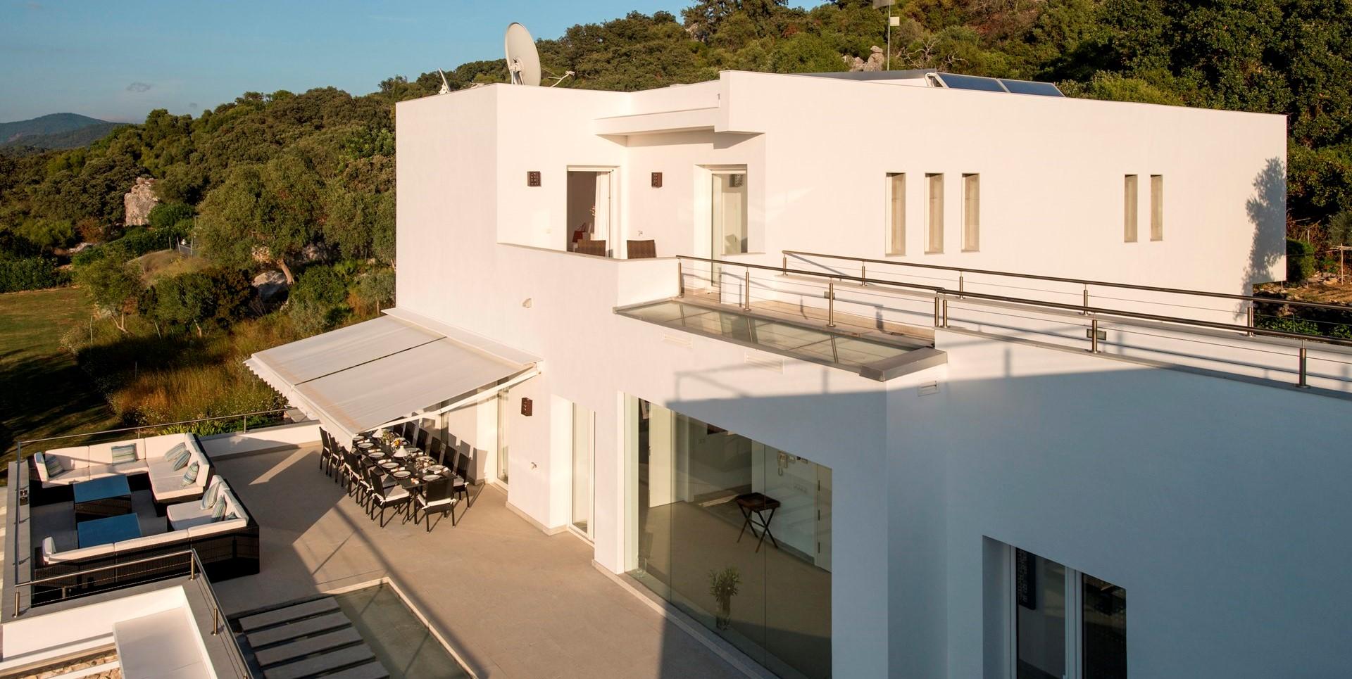 modern-6-bed-villa-gaucin