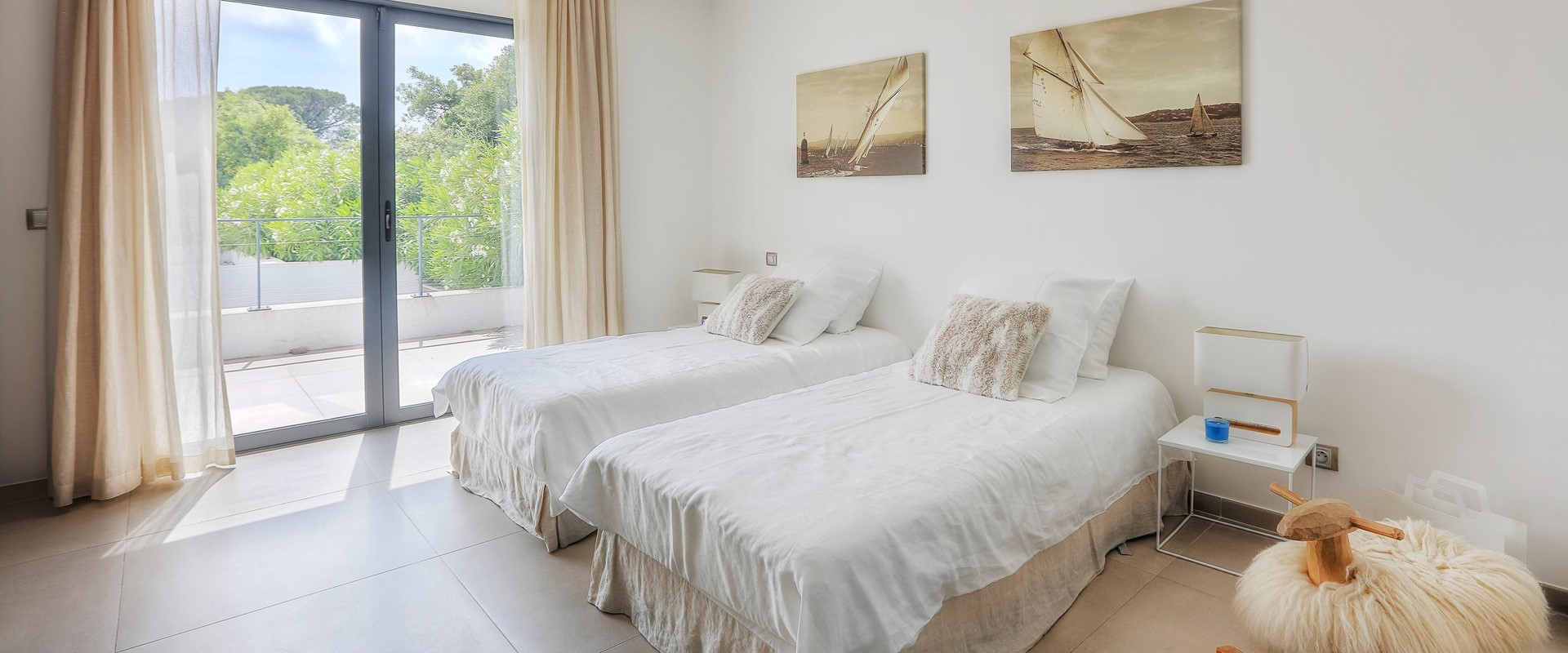 villa-grimaud-twin-bedroom