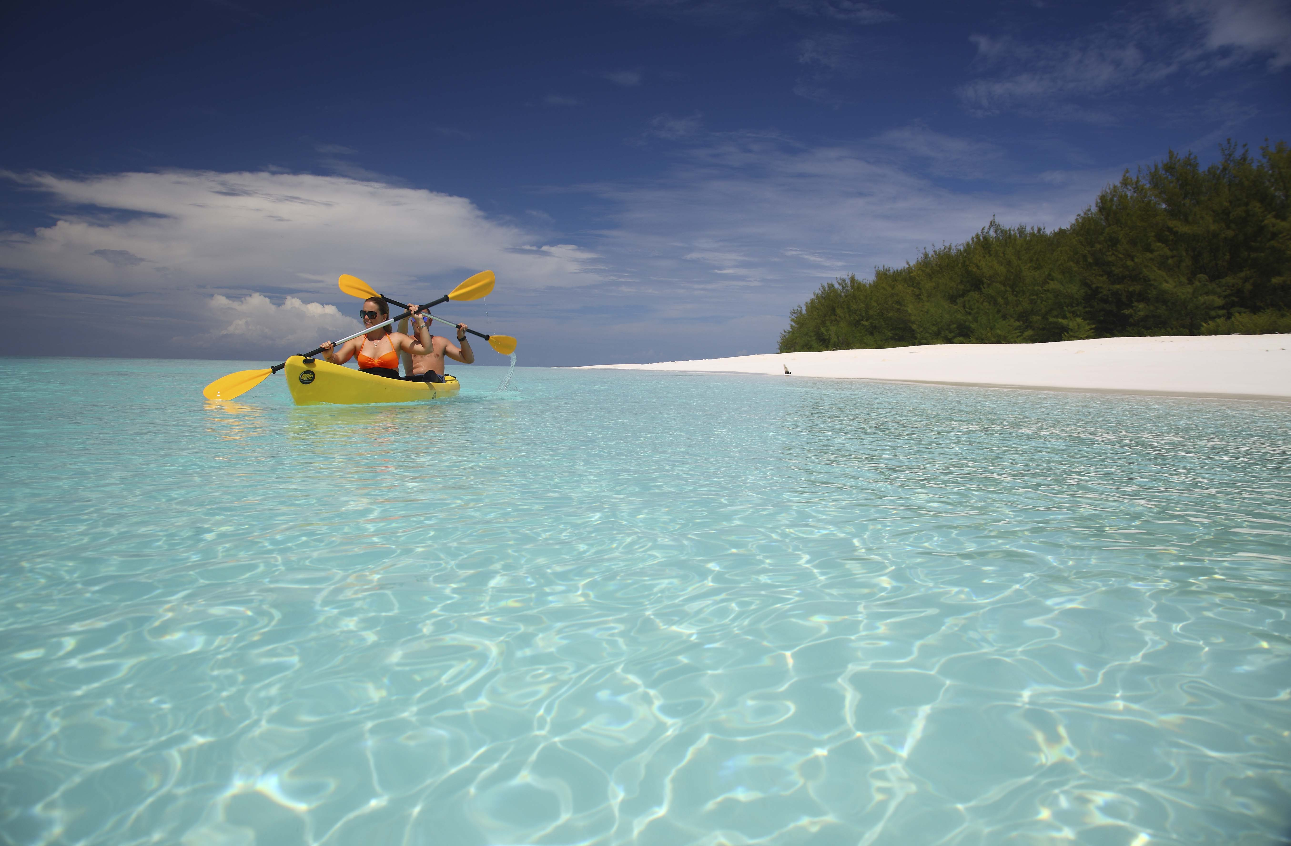 mnemba-island-lodge-kayaking