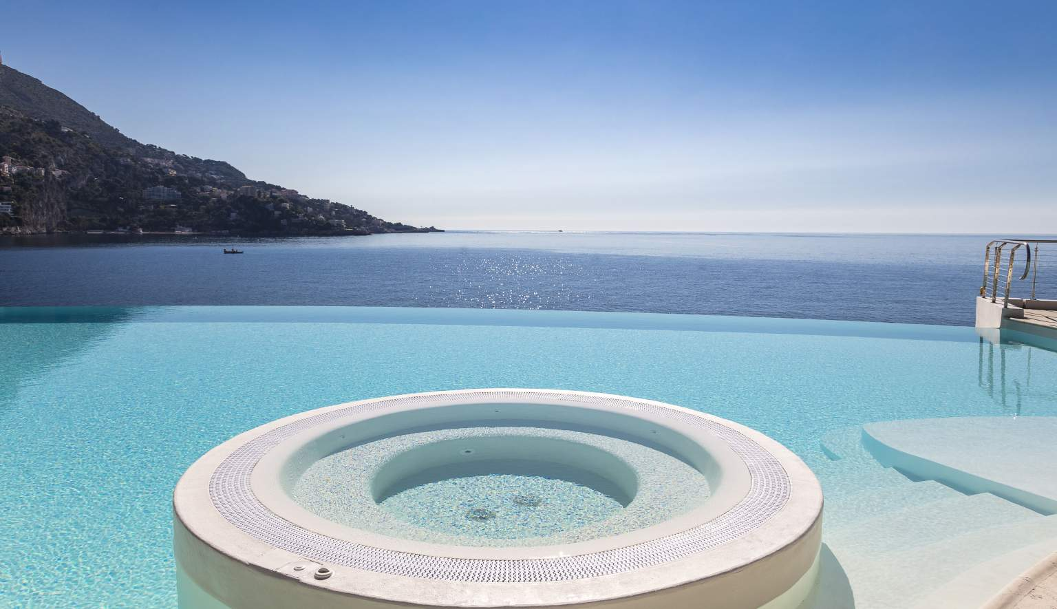 cap-estel-pool-view