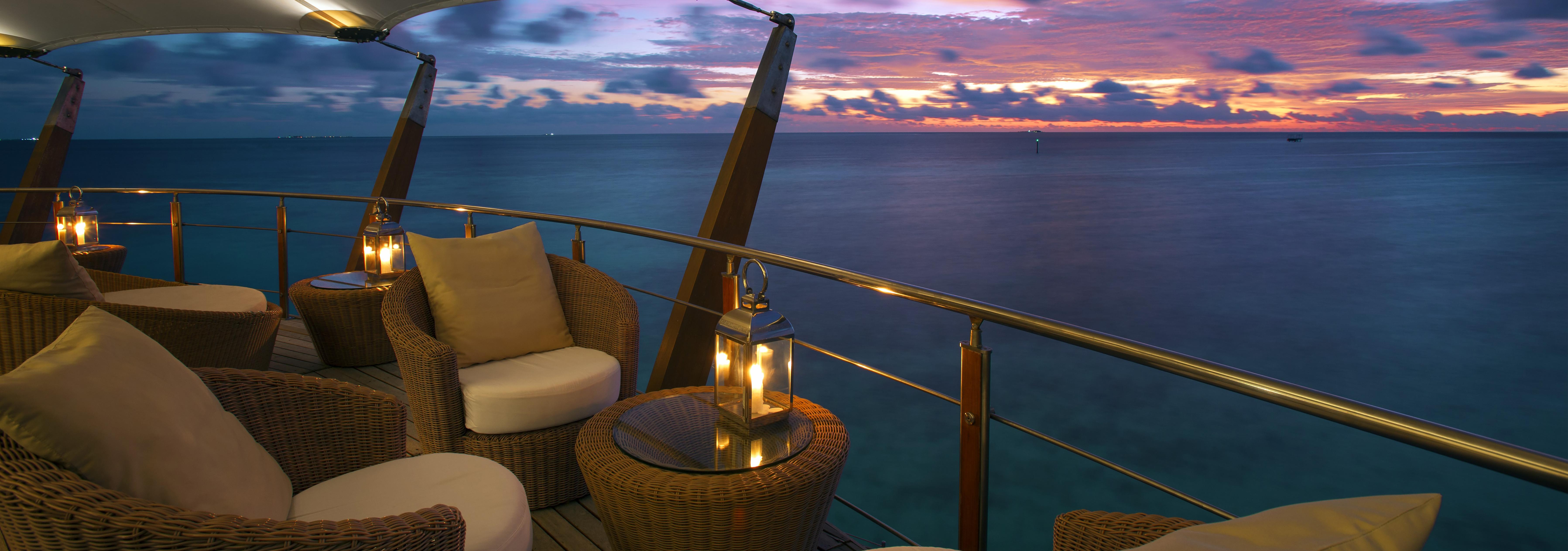 Baros-Maldives-Lighthouse-Lounge