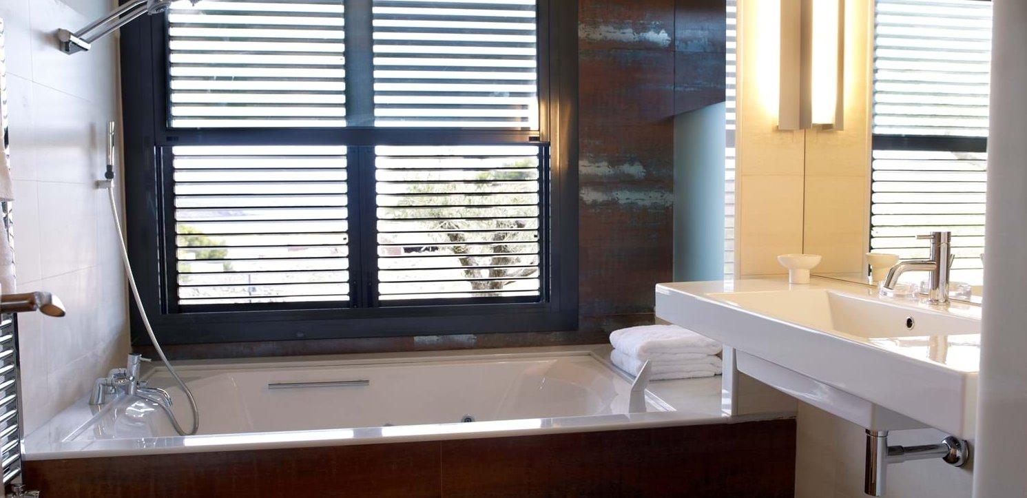 villa-la-vista-ensuite-bathroom