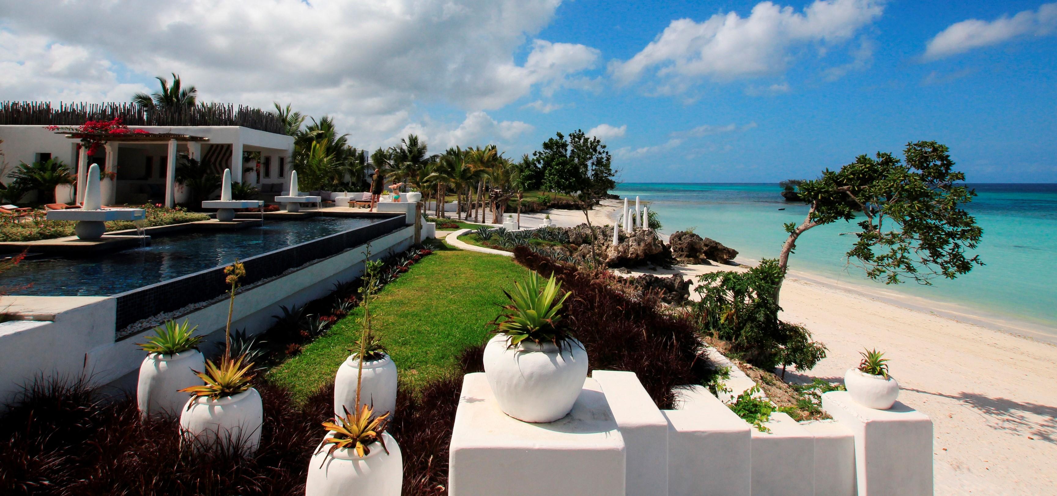 Constance-Aiyana-all-villa-hotel