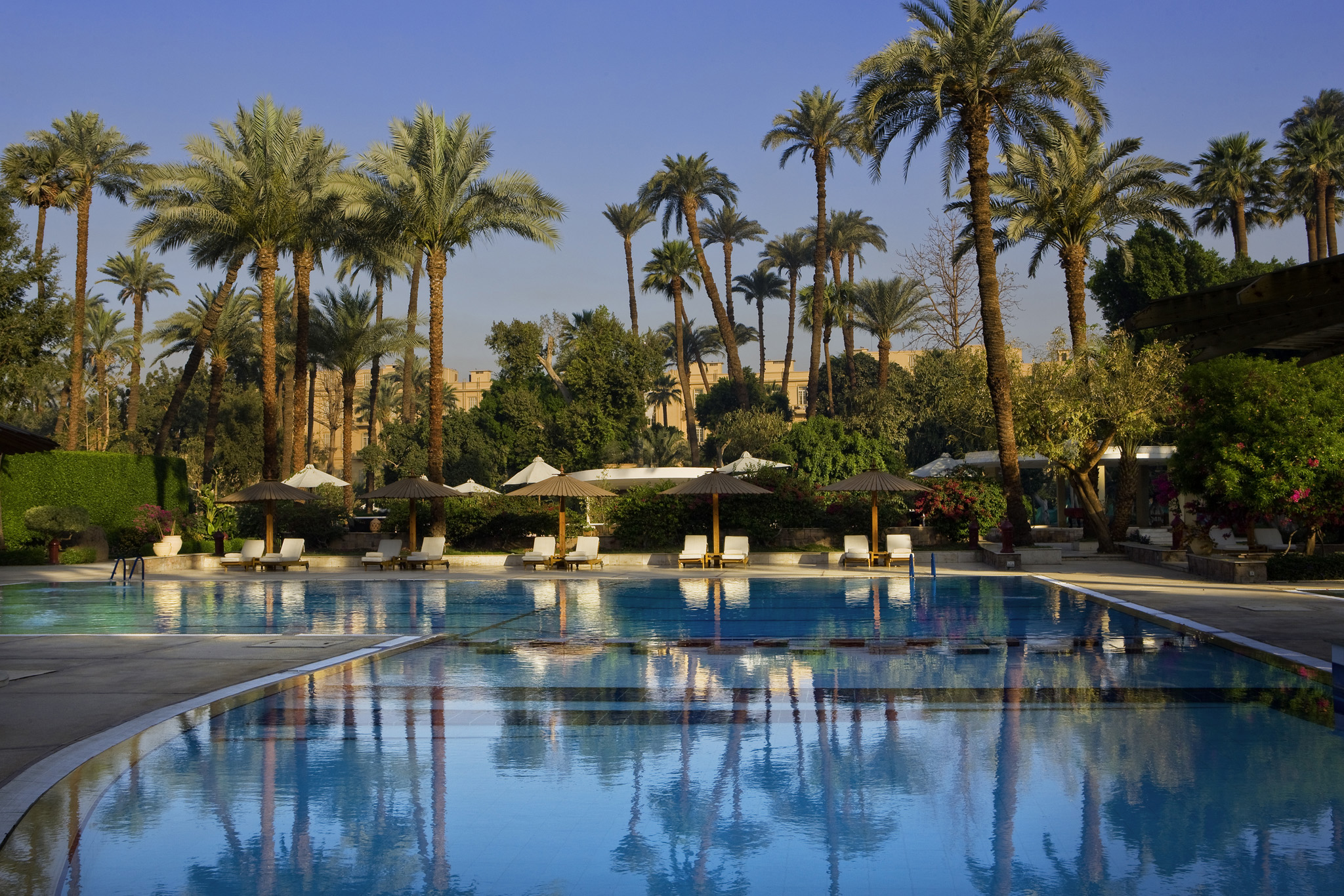 winter-palace-luxor-pool