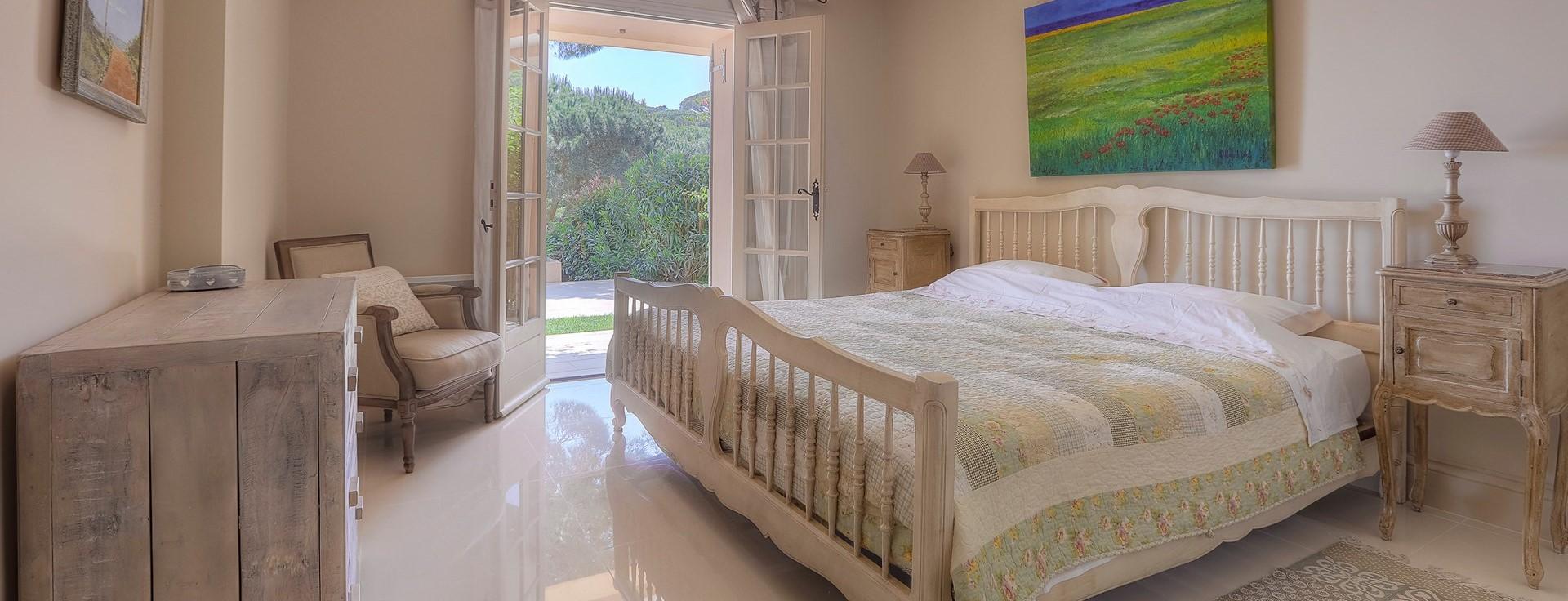 villa-gigaro-double-bedroom-3