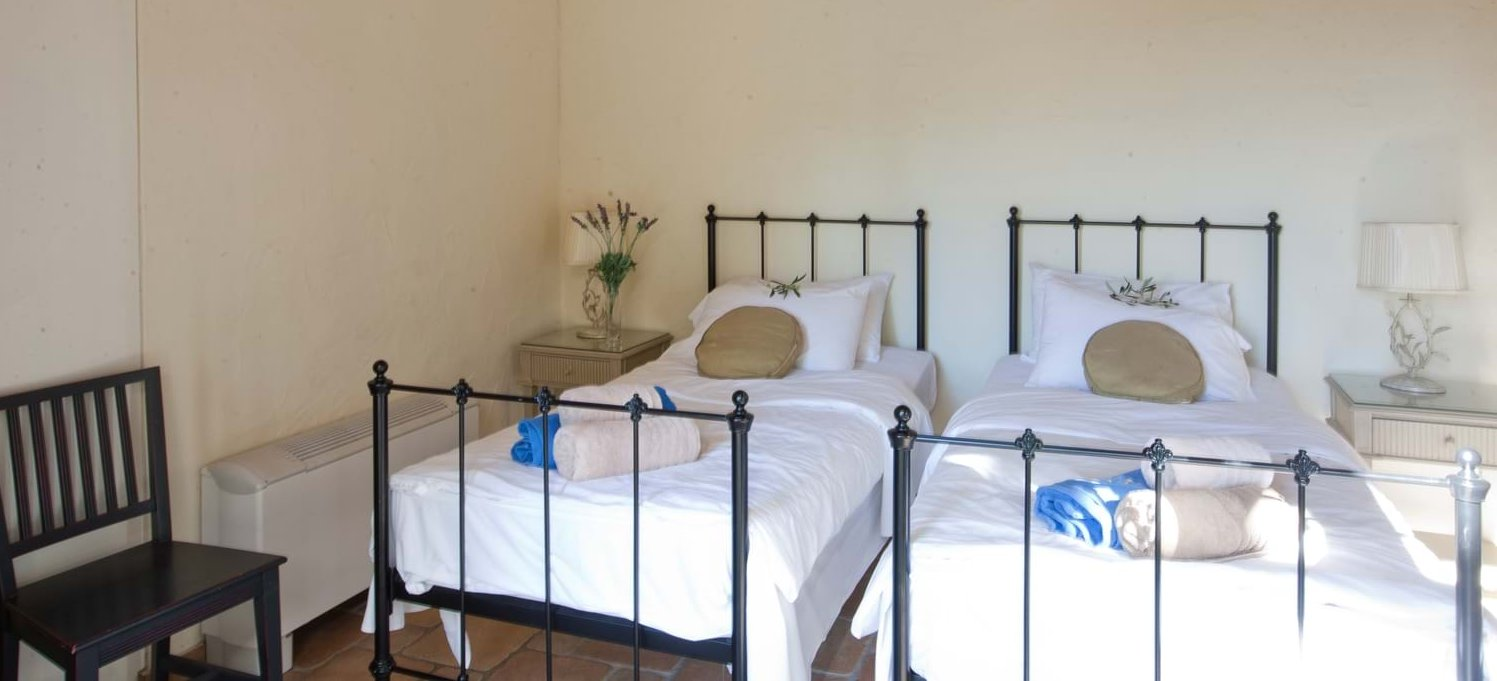 villa-mokoras-corfu-twin-bedroom-3