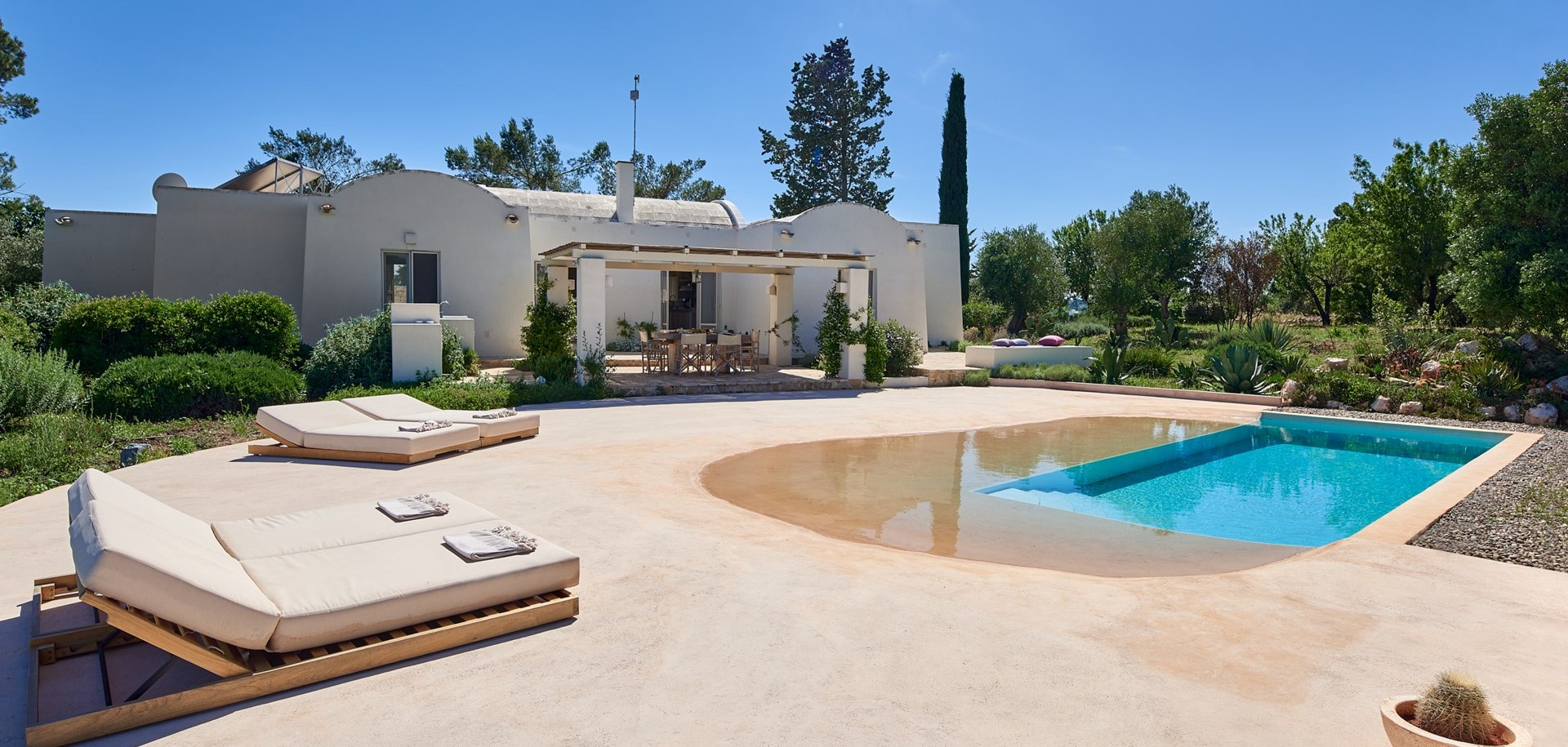 luxury-2-bed-villa-puglia-pool