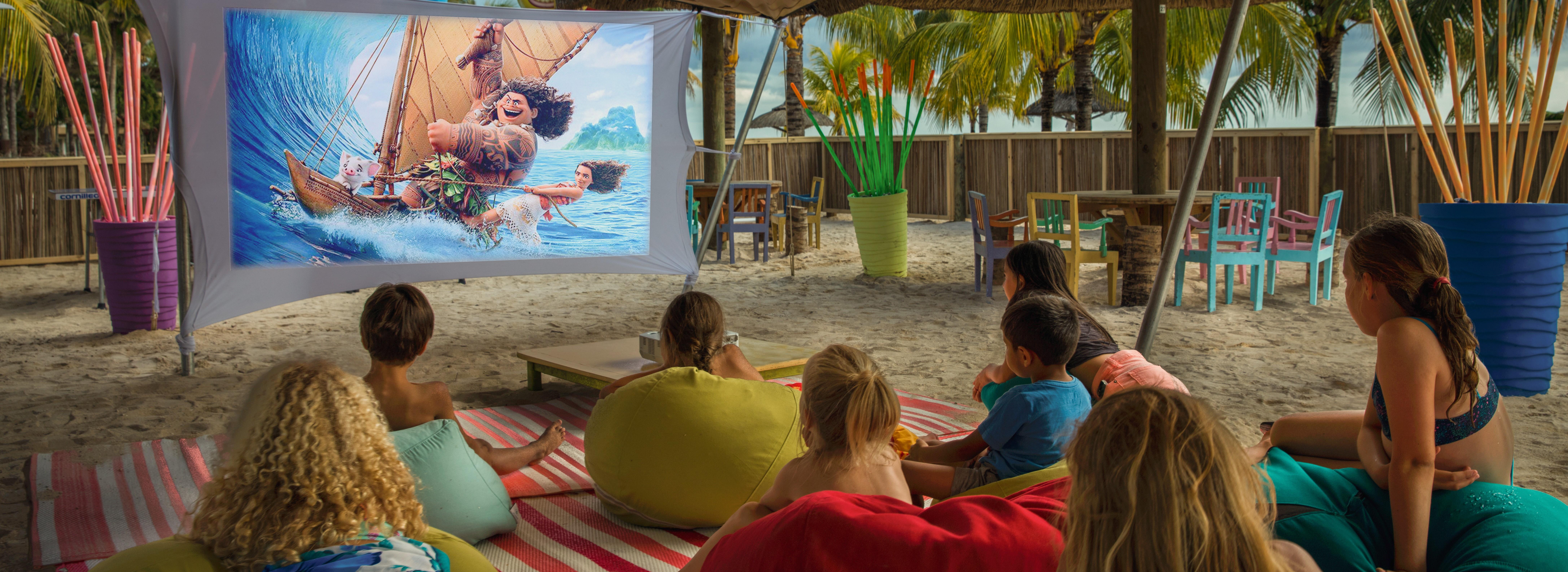 victoria-mauritius-kids-club-beach-cinem