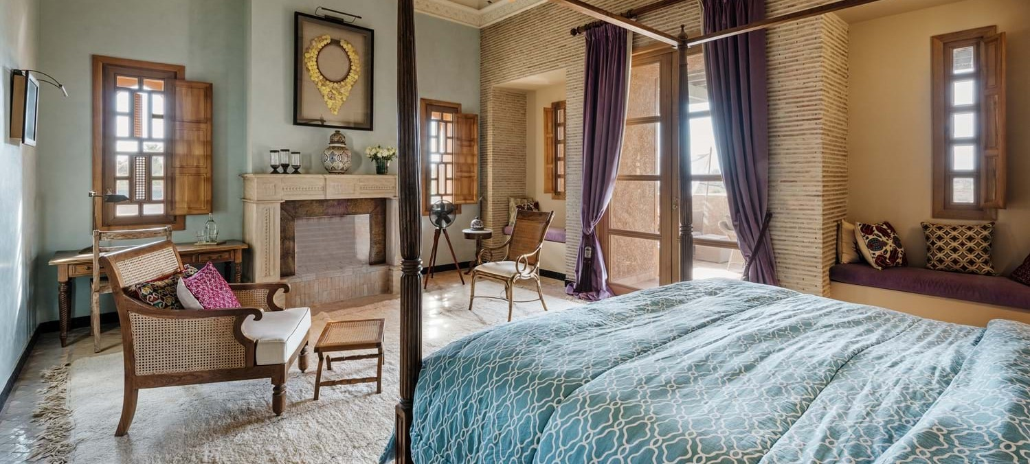 villa-cobalt-blue-master-bedroom