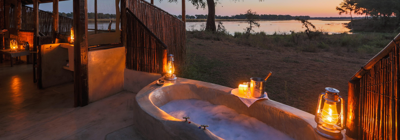 old-mondoro-lower-zambezi-bathtub