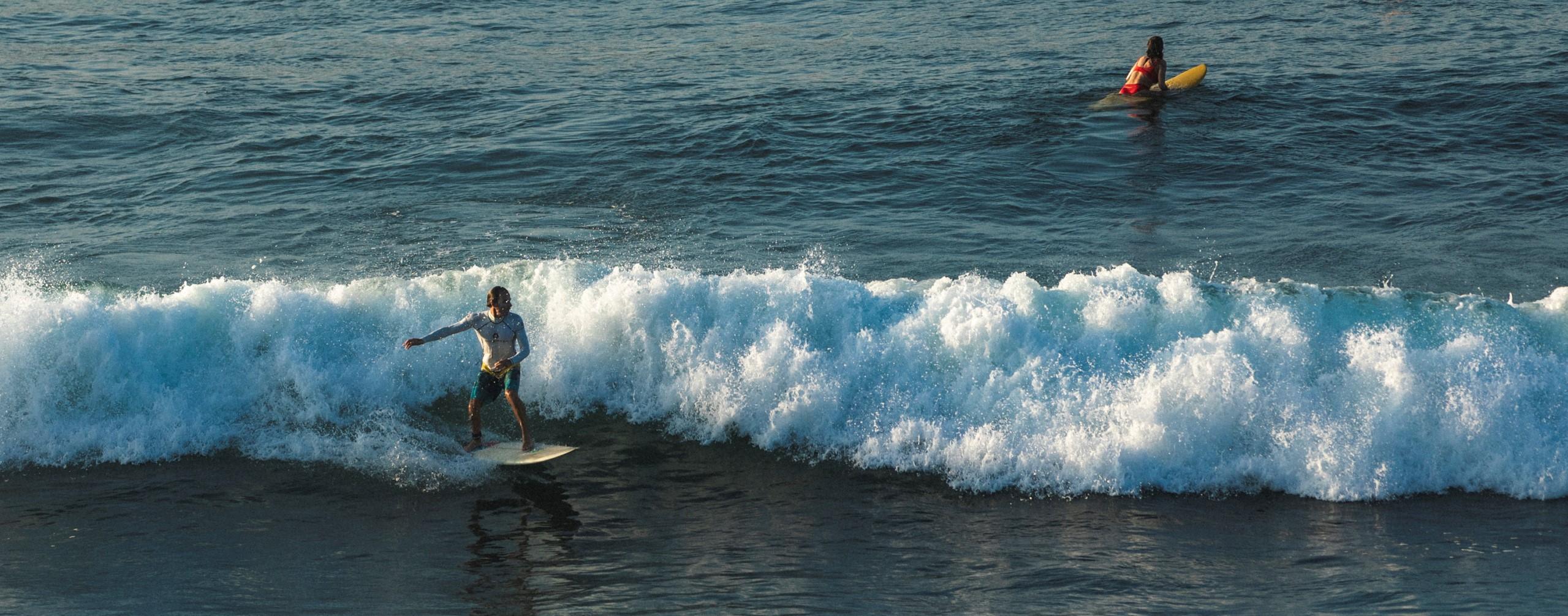 surfing-amanwella-beach-sri-lanka