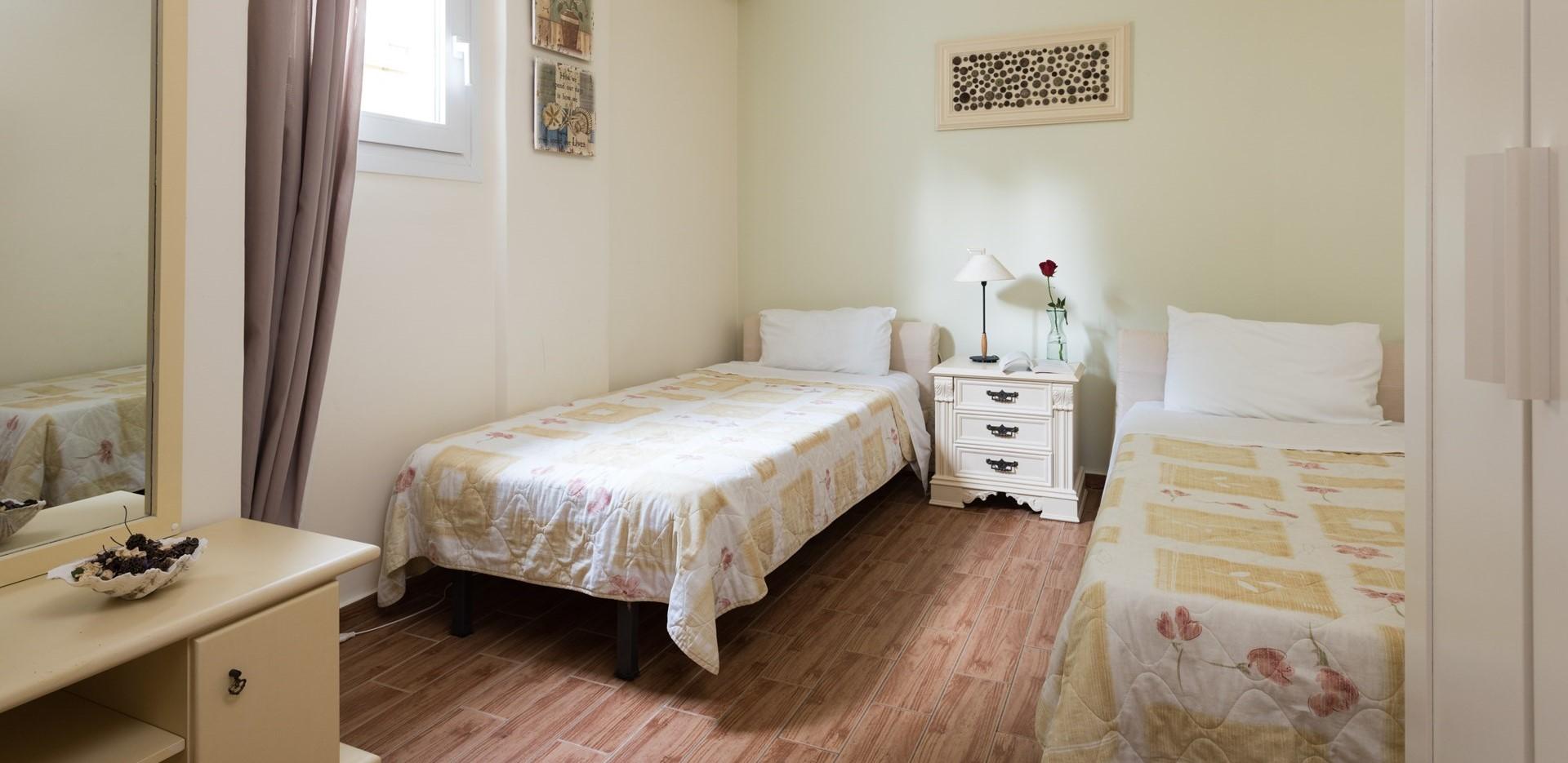 villa-estia-paxos-twin-bedroom-2