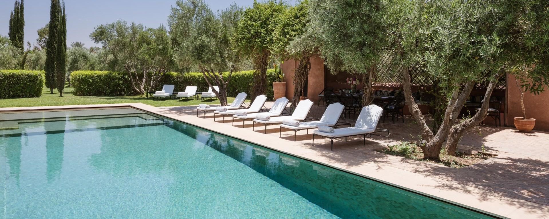 large-luxury-pool-villa-marrakech