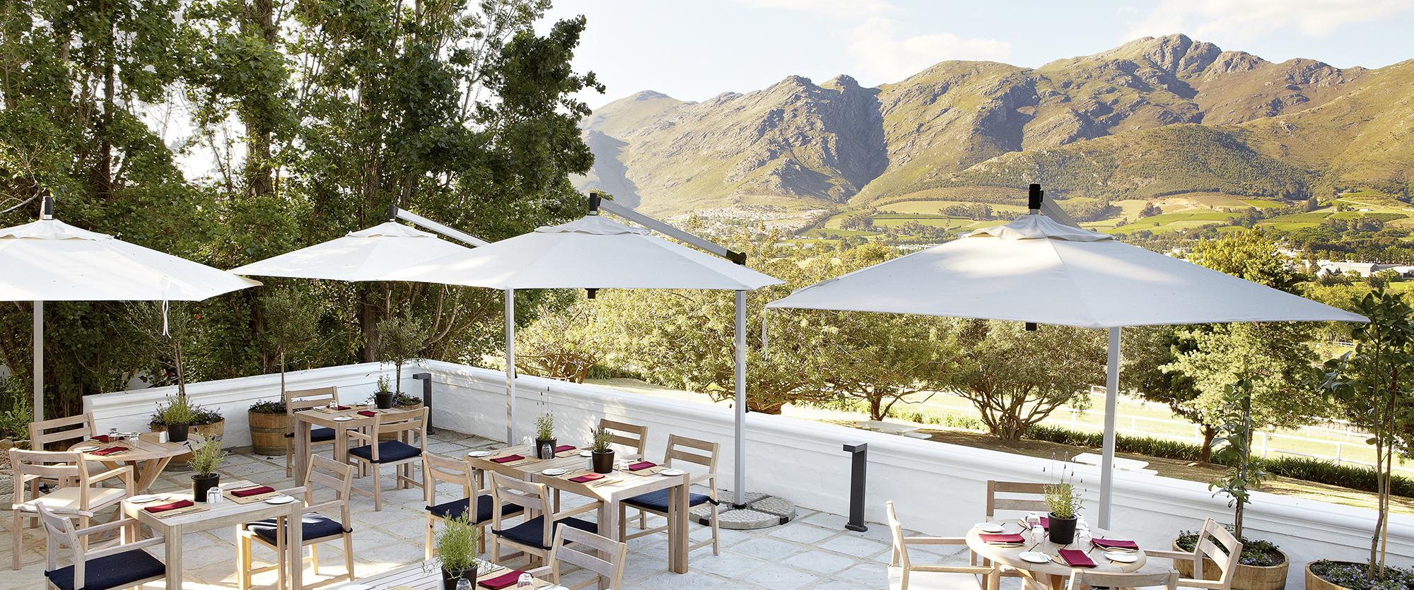 mont-rochelle-country-kitchen-terrace