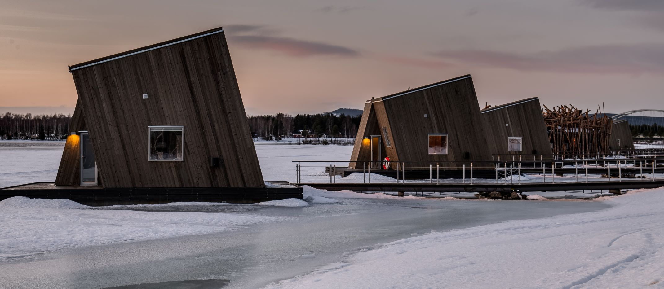 arctic-bath-hotel-water-cabins